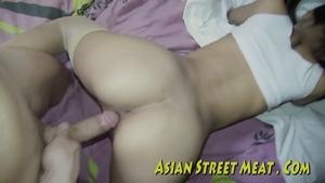 Муж присунул в письку молодой китаянке
